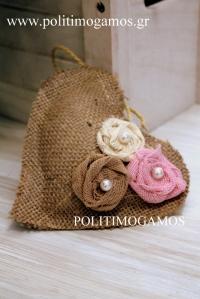 Μπομπονιέρα γάμου καρδιά λινάτσα λουλούδια